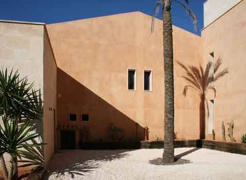 Blick auf die Finca Moderne Finca Mallorca mit Pool PM 629
