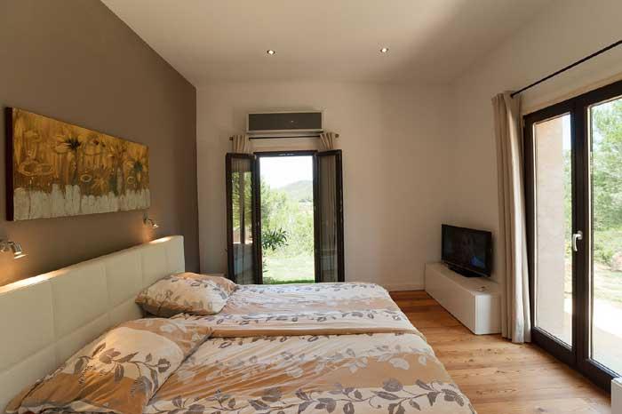 Schlafzimmer  2 Exklusives Ferienhaus Mallorca mit Pool für 10 Personen PM 629
