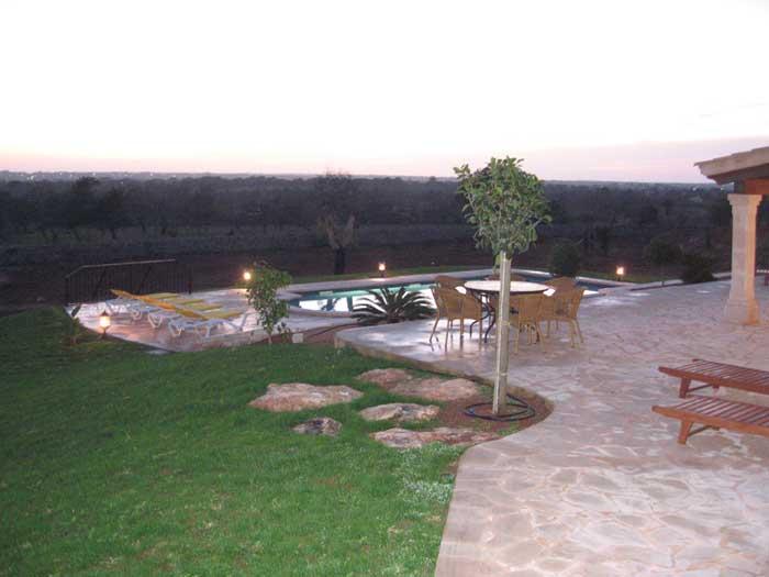 Pool am Abend Ferienhaus Mallorca mit Pool für 10 Personen PM 646