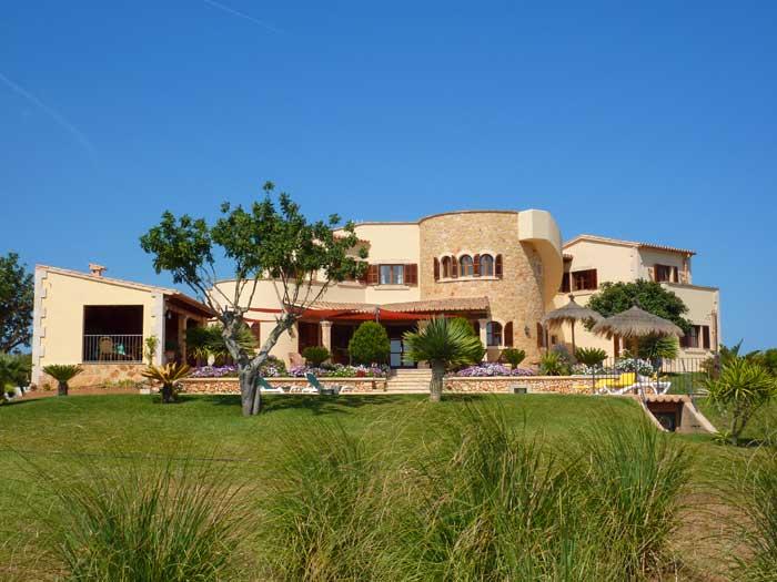 Wiese und Finca Exklusives Ferienhaus Mallorca mit Pool für 10 Personen PM 646