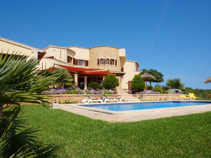 Rasen, Pool und Ferienhaus Mallorca PM 646