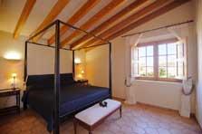 Schlafzimmer mit Doppelbett Exklusive Finca Mallorca PM 6543 für 10 Personen Internet Pool 10 x 5 m