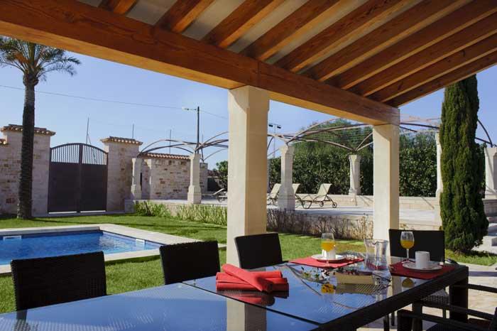 PM 6543 Überdachte Terrasse mit Tisch Exklusive große Finca Mallorca Pool Cala D'Or Klimaanlage Internetzugang  10 Personen