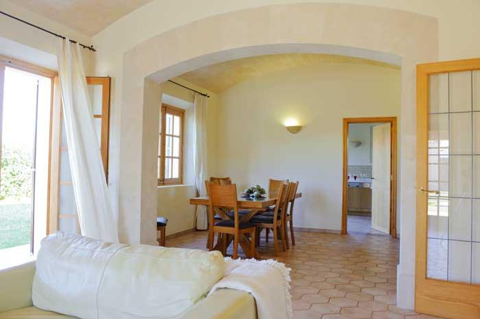 PM 6543 Blick auf den Essbereich der Komfort Finca Mallorca 10 Personen Großer Pool Wlan Aircondition