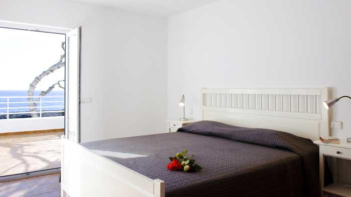 Schlafzimmer Ferienhaus Mallorca in Cala D'Or mit Meerblick Großer Pool Kinderpoolbereich Klimaanlage PM 6562
