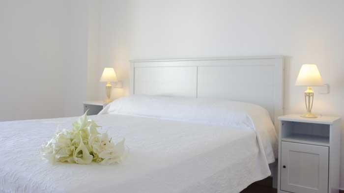 Schlafzimmer mit Doppelbett Exklusives Ferienhaus Mallorca Südostküste mit Pool und Meerblick Klimaanlage Kinderpoolbereich  PM 6562