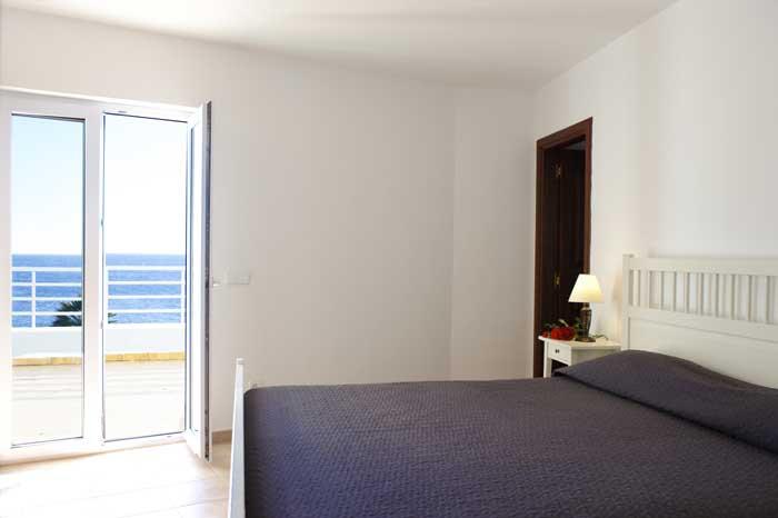 Schlafzimmer mit Meerblick Großes Ferienhaus Mallorca mit Pool Kinderpoolbereich Klimaanlage Großes Grundstück  mit Rasenfläche PM 6562