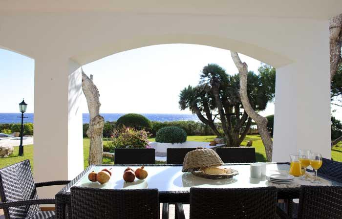 Essplatz Terrasse mit Meerblick Ferienhaus Mallorca mit großem Pool Klimaanlage Kinderpoolbecken Mallorca Südosten Cala D'Or PM 6562
