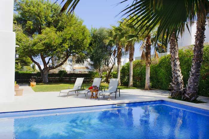Poolblick Ferienhaus Mallorca strandnah für 10 Personen PM 6570