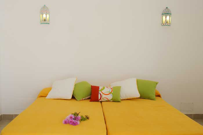 Schlafzimmer 2 Ferienhaus Mallorca mit Pool für 10 Personen PM 6570