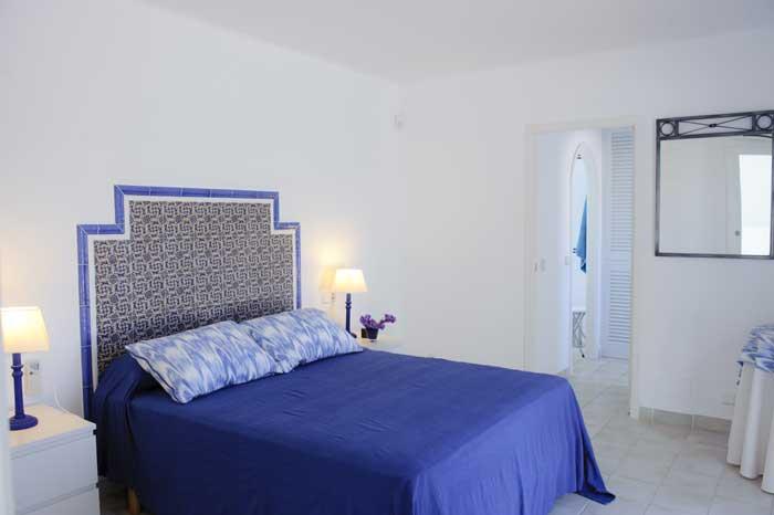 Schlafzimmer 3 Ferienhaus Mallorca mit Pool für 10 Personen PM 6570