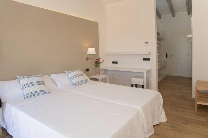 Schlafzimmer 2 mit Bad en suite Finca Mallorca mit Pool für 10 Personen PM 6572