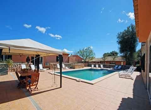 Poolblick Große Finca Mallorca mit Pool für 15 - 40 Personen PM 669