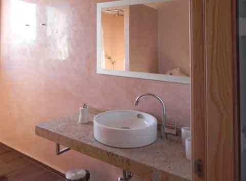 Attraktives Badezimmer mit Waschtisch Modernes Ferienhaus 8-10 Personen Großer Pool mit Überlauffunktion Wlan PM 678