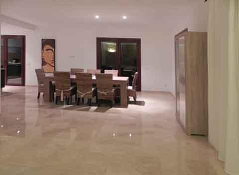 Hochwertige und moderne Einrichtung Wohnessbereich Komfortables Ferienhaus für 8-10 Personen mit großem Pool Wlan Klimaanlage PM 678