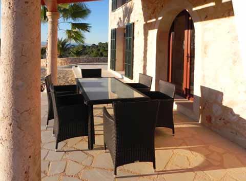 Überdachte Terrasse mit Esstisch Komfortfinca mit Pool Mallorca Südostküste 8-10 Personen Wlan PM 678