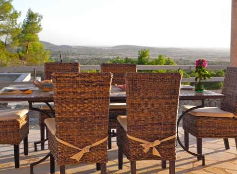 Essplatz auf der Terrasse Komfortable Finca Mallorca für 8-10 Personen Großer Pool mit Überlauffunktion Mallorca Südosten PM 678