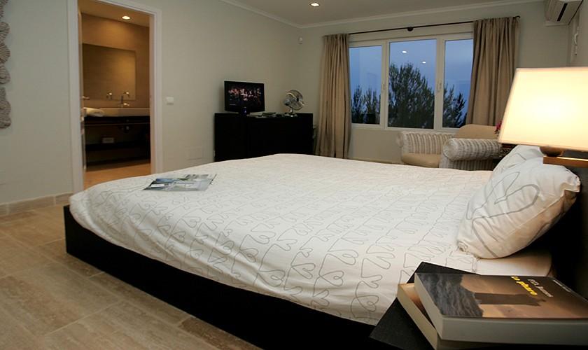Schlafzimmer Ferienvilla Ibiza mit Meerblick IBZ 19