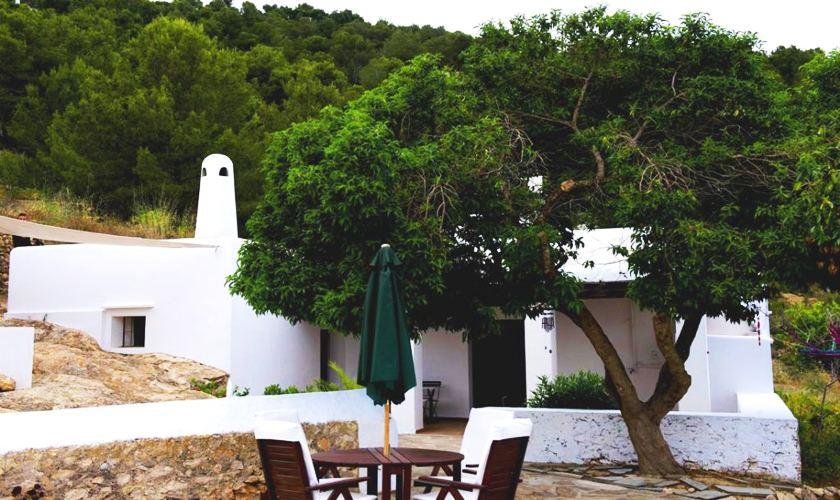 Blick auf die typische Finca Ibiza IBZ 21