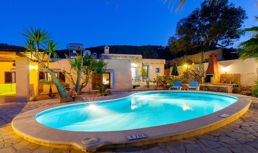 Pool und Ferienfinca Ibiza am Abend IBZ 22