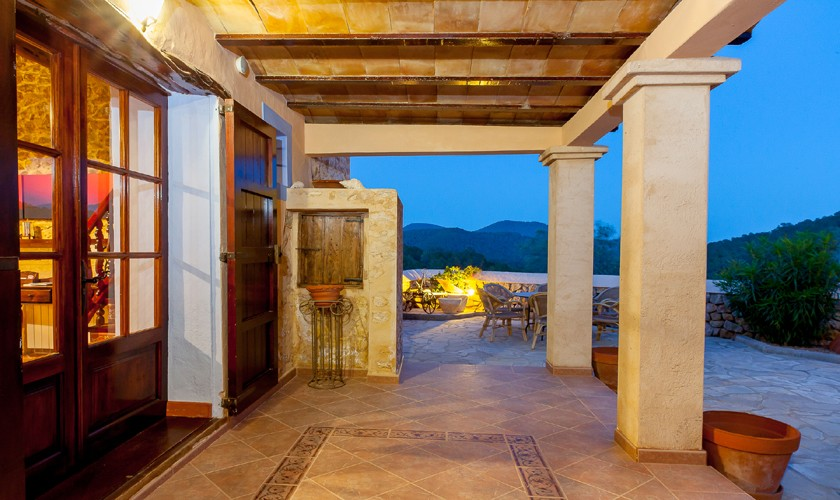 Terrasse am Abend Ferienfinca Ibiza IBZ 22