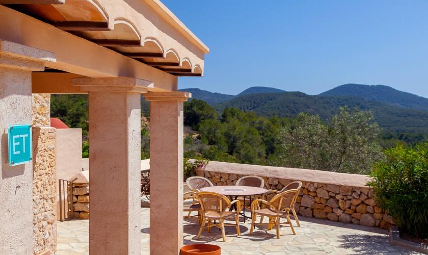 Terrasse und Blick von der Ferienfinca Ibiza IBZ 22