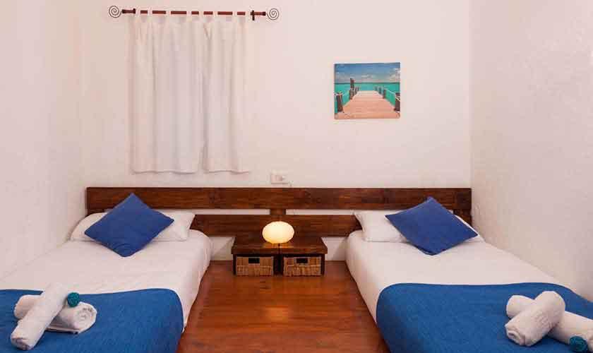 Schlafzimmer Finca Ibiza für 8 Personen IBZ 23