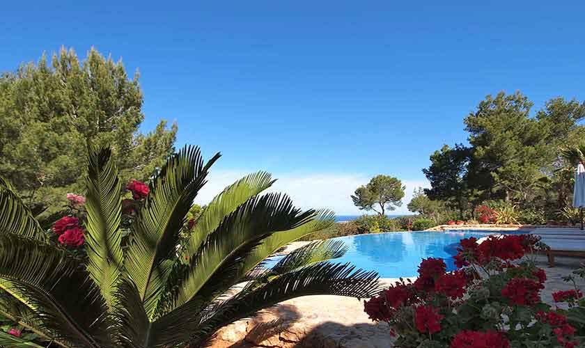 Pool und Blumen Villa Ibiza 10 Personen IBZ 24