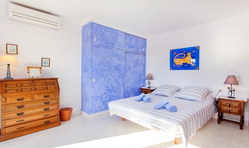 Schlafzimmer Ferienvilla Ibiza IBZ 27