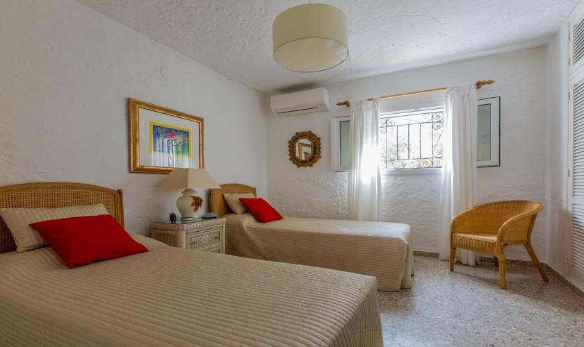 Schlafzimmer Ferienvilla Ibiza Meerblick IBZ 31
