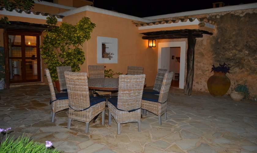 Terrasse abends Ferienfinca Ibiza IBZ 35