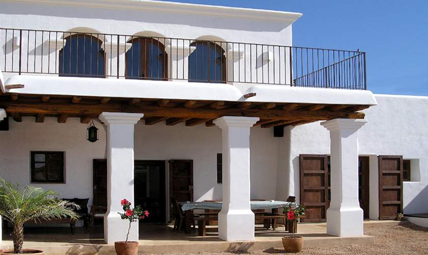 Überdachte Terrasse Finca Ibiza IBZ 46
