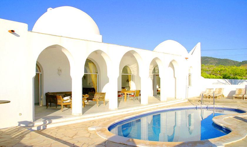 Pool und Villa Ibiza IBZ 50