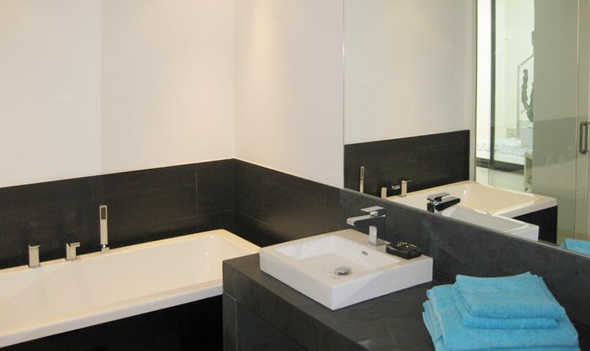 Badezimmer Ferienvilla Ibiza mit Meerblick und Pool IBZ 52
