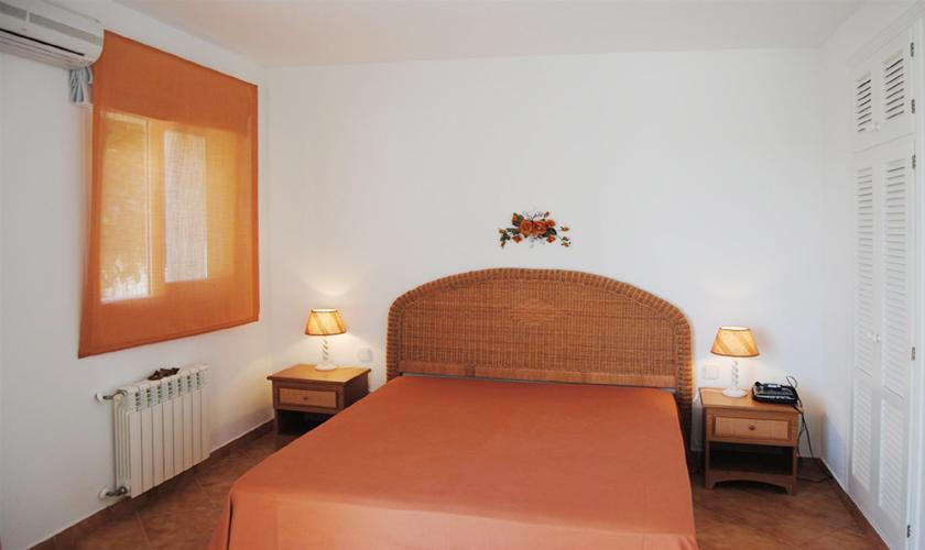 Schlafzimmer Ferienvilla Ibiza IBZ 63