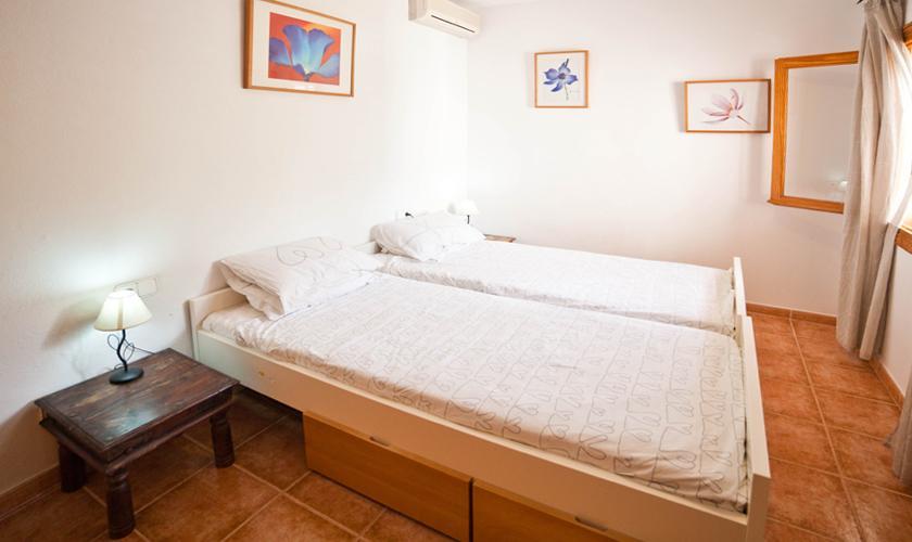 Schlafzimmer Ferienhaus Ibiza mit Pool IBZ 69