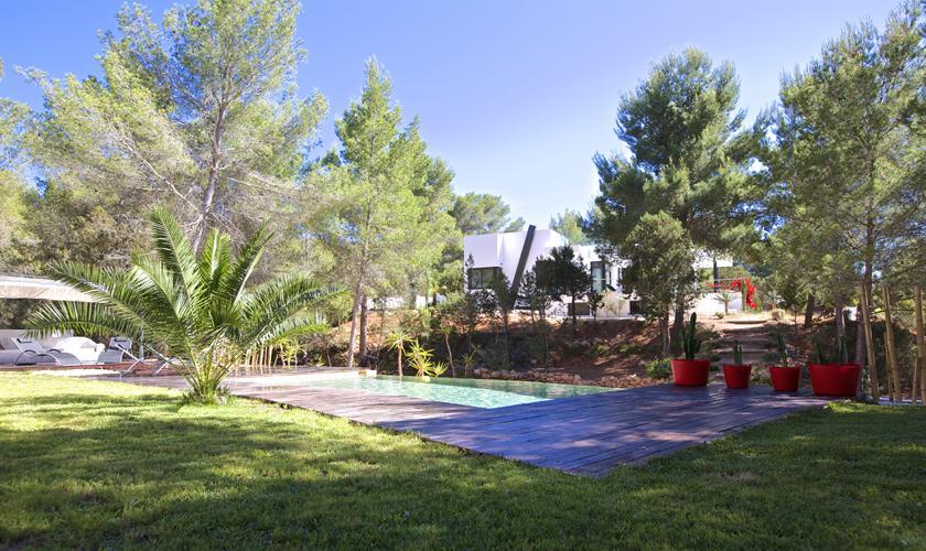 Pool und Rasen Ferienhaus Ibiza 10 Personen IBZ 70