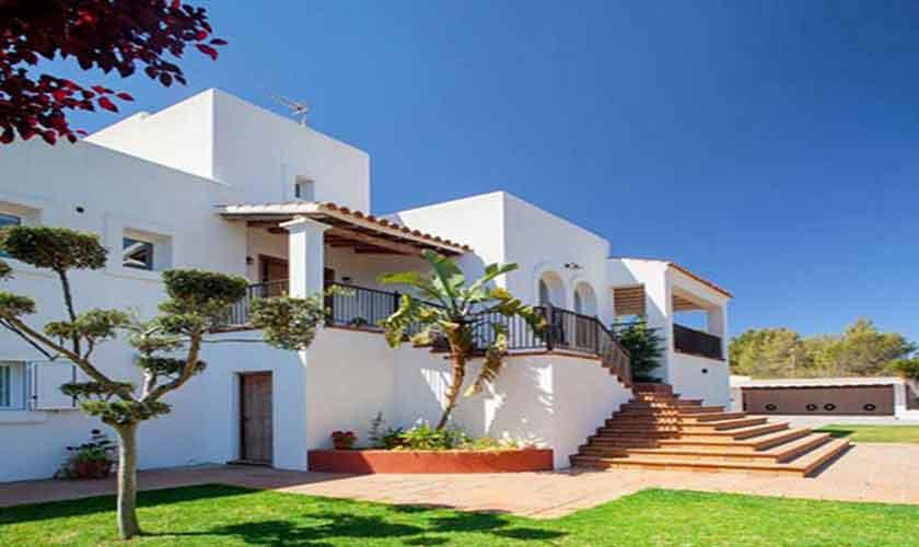 Blick auf die Ferienvilla Ibiza 8 Personen IBZ 91