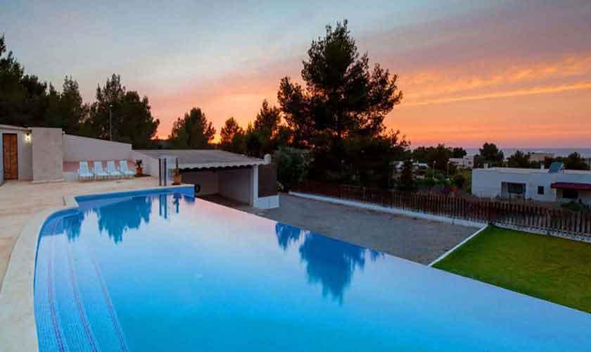 Pool am Abend Ferienvilla Ibiza 8 Personen IBZ 91