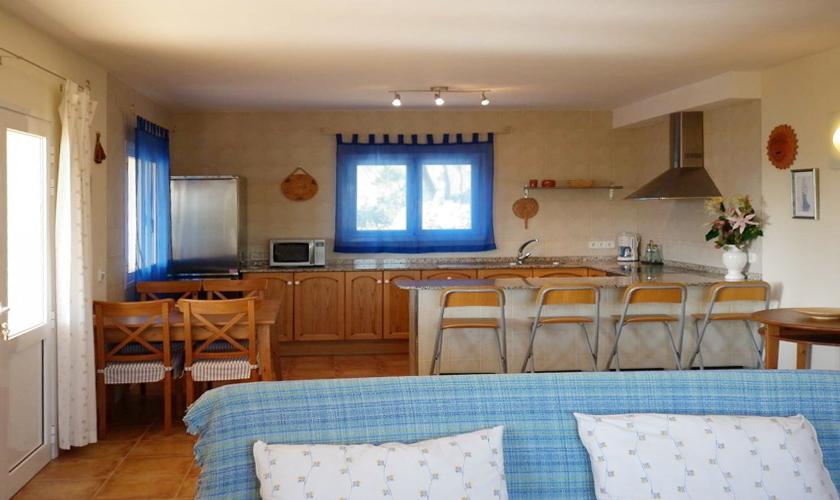 Küche und Wohnbereich Ferienhaus Ibiza für 4 Personen IBZ 95