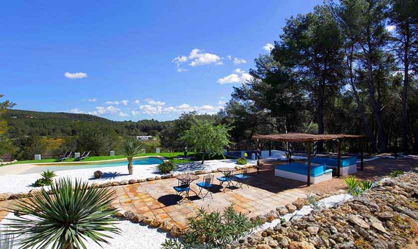 finca ibiza f r 6 personen mit pool und sch nen terrassen. Black Bedroom Furniture Sets. Home Design Ideas