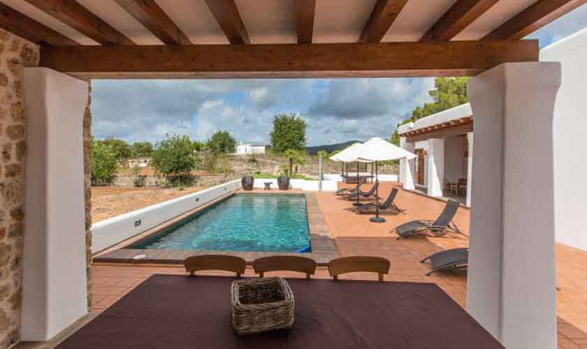 Terrasse Finca Ibiza mit Pool IBZ 97