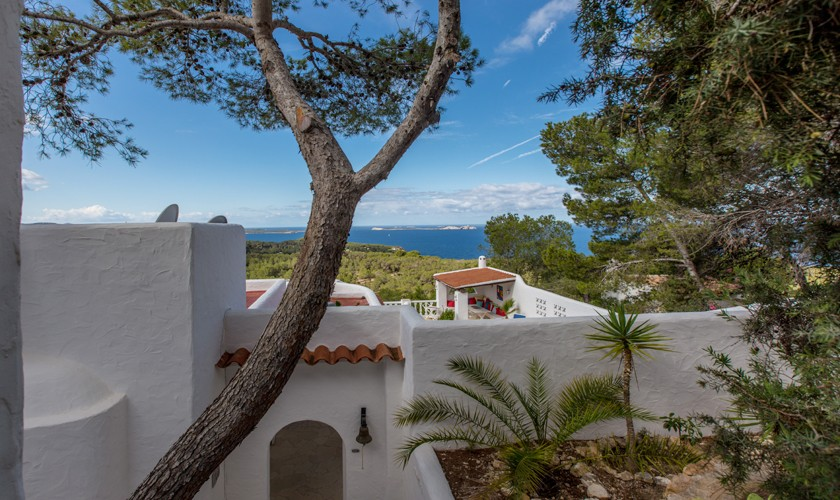Blick auf die Ferienvilla Ibiza Meerblick IBZ 31