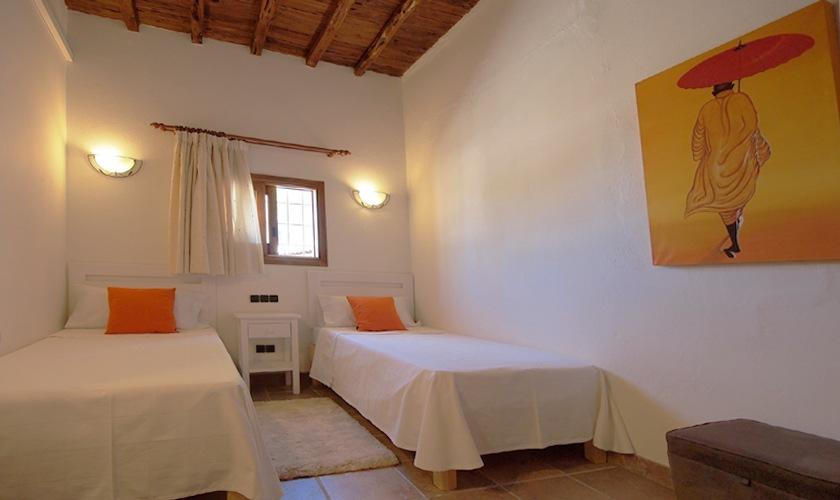 Zweibettzimmer Ferienhaus Ibiza mit Pool IBZ 11