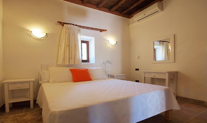 Doppelschlafzimmer Ferienvilla mit Pool Ibiza Westküste 8 Personen IBZ 11