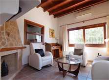 Heller Wohnbereich Poolvilla Ibiza mit Klimaanlage IBZ 11