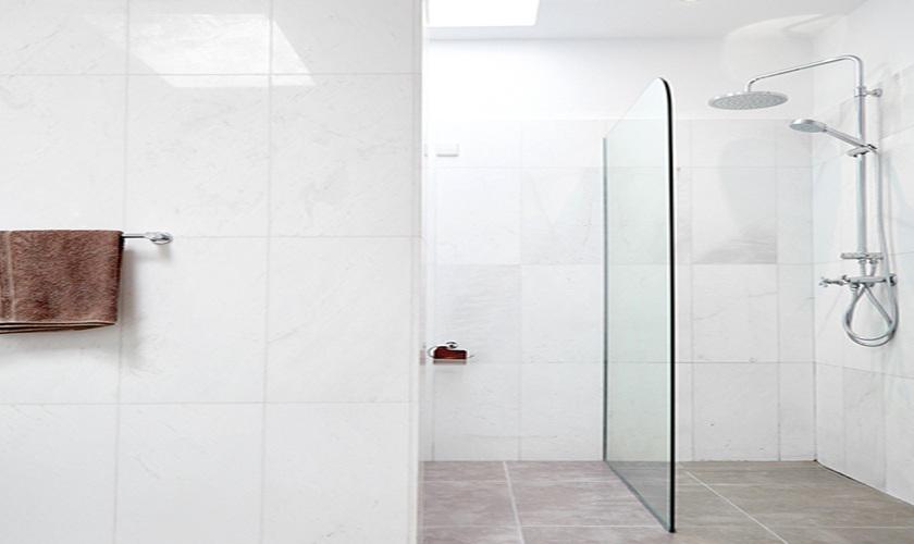 begehbare Dusche Ferienhaus Ibiza Pool Klimaanlage IBZ 12