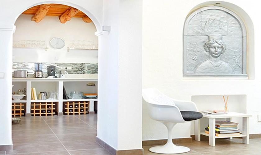 Blick in die Küche der Poolvilla für 10 Personen Meerblick IBZ 12