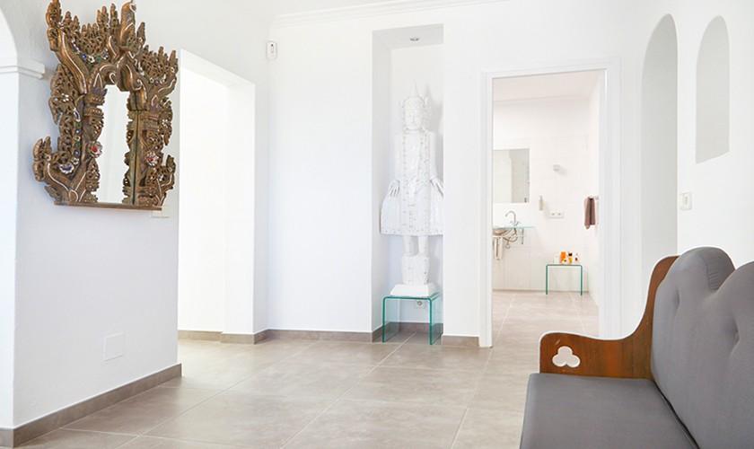 Flur mit Spiegel Villa Ibiza Meerblick Aircondition IBZ 12