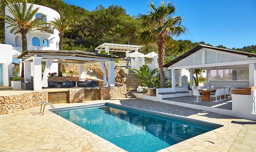 Blick auf Pool Ferienvilla Ibiza Cala d'Hort IBZ 12